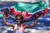 NEW YORK, NY, 06.11.2016 - MARATONA-NEW YORK - Mary Keitany do Quenia  comemora vitória na Maratona Internacional de New York  nos Estados Unidos neste domingo, 06. (Foto: William Volcov/Brazil Photo Press)