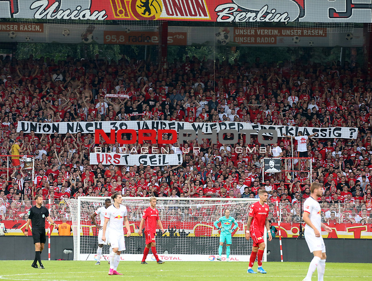 18.08.2019, Stadion an der Wuhlheide, Berlin, GER, 1.FBL, 1.FC UNION BERLIN  VS. RB Leibzig, <br /> DFL  regulations prohibit any use of photographs as image sequences and/or quasi-video<br /> im Bild Unionfans (1.FC Union Berlin), Spruchband<br /> <br />      <br /> Foto © nordphoto / Engler