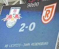 Fußball 3. Liga 2013/14 - Rasenballsport Leipzig (RB) gegen SSV Jahn Regensburg am 19.10.2013 in Leipzig (Sachsen). <br /> IM BILD: Das Ergebnis 2:0 steht auf der Anzeigetafel <br /> Foto: Christian Nitsche / aif