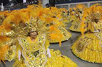 SÃO PAULO,SP, 07.02.2016  CARNAVALSP  Integrantes da escola de samba Tom Maior durante desfiles do grupo de acesso do Carnaval de São Paulo no Sambódromo do  Anhembi na região norte da capital paulista na noite deste domingo, 07. (Foto: Marcio Ribeiro /Brazil Photo Press/Folhapress)