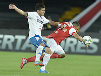 BOGOTÁ-COLOMBIA-11-02-2014. Luis Carlos Arias (Der.) jugador del Independiente Santa Fe de Colombia, disputa el balón con Marcos Melgarejo (Izq.) jugador del Nacional de Paraguay, durante partido entre Independiente Santa Fe y Nacional de la segunda fase, grupo 4, de la Copa Bridgestone Libertadores en el estadio Nemesio Camacho El Campin, de la ciudad de Bogota./ Luis Carlos Arias (R) player of Independiente Santa Fe of Colombia, vies for the ball with Marcos Melgarejo (L) player of Nacional of Paraguay, during a match between Independiente Santa Fe and Nacional for the second phase, group 4, of the Copa Bridgestone Libertadores in the Nemesio Camacho El Campin in Bogota city.  Photo: VizzorImage/ Gabriel Aponte /Staff
