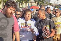 RIO DE JANEIRO, RJ, 28.07.2018 - LULA-LIVRE - TRE faz apreensão de material de campanha durante Festival Lula Livre na Lapa, centro do Rio de Janeiro neste sábado, 28. (Foto: Clever Felix/Brazil Photo Press)