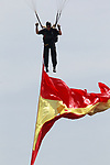 A paratrooper transports the flag of Spain during the Armed Forces Day. May 27 ,2017. (ALTERPHOTOS/Acero)