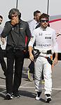 Fernando Alonso entrando antes de los entrenos libres Feranando Alonso