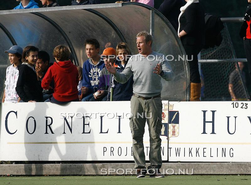Nederland, Den Bosch, 12 oktober 2008 .Rabo Hoofdklasse mannen.Seizoen 2008-2009 .Den Bosch-Amsterdam (1-3) .Sjoerd Marijne, trainer-coach van Amsterdam schreeuwt aanwijzingen naar zijn spelers..