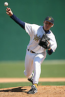 February 21, 2009:  Pitcher Billy Gross (9) of West Virginia University during the Big East-Big Ten Challenge at Jack Russell Stadium in Clearwater, FL.  Photo by:  Mike Janes/Four Seam Images
