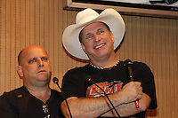 BARRETOS, SP, 22.08.2015 - BARRETOS-2015 - Troyal Garth Brooks cantor e compositor de música country dos Estados Unidos  durante visita ao Hospital de Câncer de Barretos no interior de São Paulo, neste sábado, 22.(Foto: Paduardo/Brazil Photo Press)