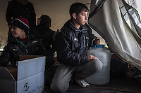 IRAK, Bashika: One of the children of the Khamsa family is looking outside their small tent. They've just arrived from Mosul in Bashik  where they have to wait to be transfered to a IDP camp, the 11th December 2016. <br /> <br /> IRAK, Bashika: Un des enfants de la famille Khamsa regarde &agrave; l'ext&eacute;rieur de leur petite tente. Ils viennent d'arriver de Mossoul &agrave; Bashik o&ugrave; ils doivent attendre pour &ecirc;tre transf&eacute;r&eacute;s dans un camp de d&eacute;plac&eacute;s, le 11 d&eacute;cembre 2016.