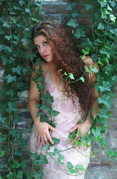 **cover select**.JANE MONHEIT, breakout jazz vocalist from Oakdale, LI, will headline the Dime Jazz Festival..118 Tenth Av., NYC.Newsday/ARI MINTZ  7/24/01