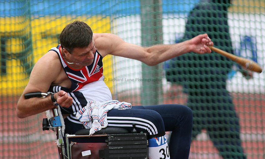 Photo: Paul Thomas..VISA Paralympic World Cup 2007. Athletics. 13/05/2007. .Richard Schabel of Great Britain in the men's F32/51 club.