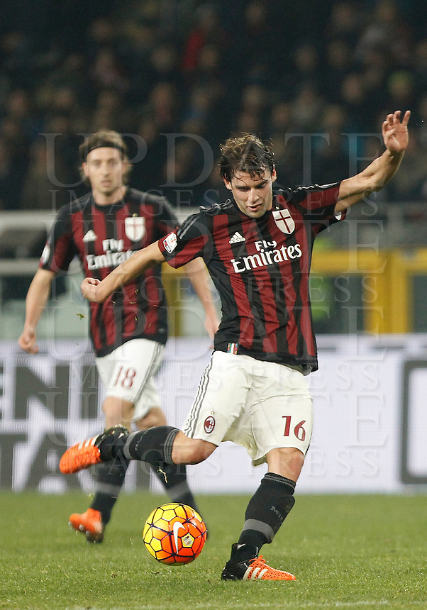Calcio, quarti di finale di Coppa Italia: Alessandria vs Milan. Torino, stadio Olimpico, 26 gennaio 2016.<br /> AC Milan&rsquo;s Andrea Poli kicks the ball during the Italian Cup semifinal first leg football match between Alessandria and AC Milan at Turin's Olympic stadium, 26 January 2016.<br /> UPDATE IMAGES PRESS/Isabella Bonotto<br /> <br /> goal annullato