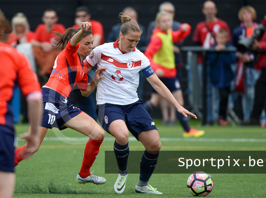20170514 - LILLE , FRANCE : LOSC's Maud Coutereels (right) pictured in a duel during the 21 st competition game between the women teams of Lille OSC and La Roche Sur Yon in the 2016-2017 season of the Second Division A D2F A at stade Lille Metropole , Saturday 14th May 2017 ,  PHOTO Joke Vuylsteke | Sportpix.Be