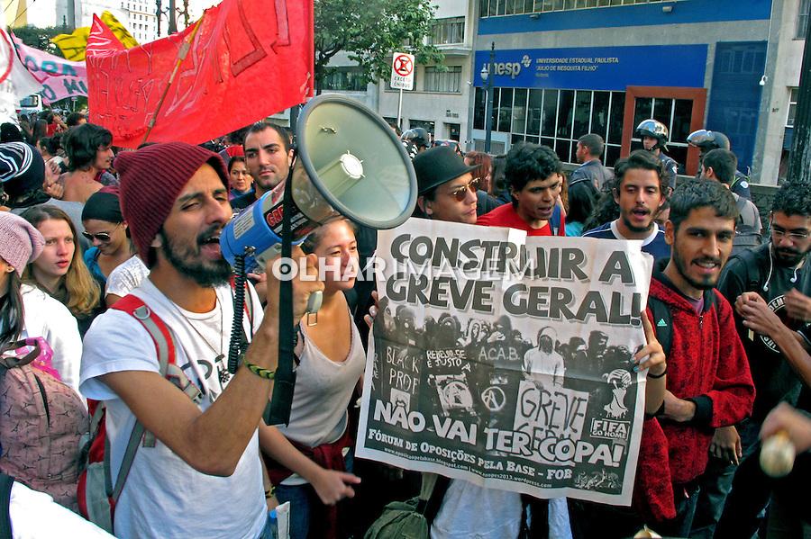 Manifestaçao de funcionarios, docentes e alunos das universidades publicas USP, UNESP, UNICAMP. Sao Paulo. 2014. Foto de Marcia Minillo.