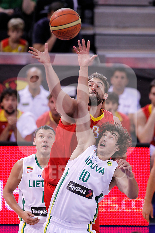 Spain's Marc Gasol (b) and Lithuania's Simas Jasaitis during friendly match.August 13,2011. (ALTERPHOTOS/Acero)
