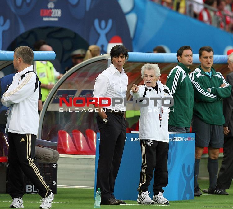 UEFA Euro 2008 Group B Match 20 Wien - Ernst-Happel-Stadion. &Ouml;sterreich ( AUT ) - Deutschland ( GER ) 0:1 (0:0). <br /> Joachim Loew (L&ouml;w) - ( Germany / Trainer / Coach ) und Physiotherapeut Adolf Katzenmeier (l-r) vor Spielbeginn.<br /> Foto &copy; nph (  nordphoto  )