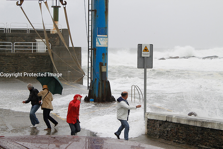 fecha:08-11-2010 Ciclogenesis. Lugar puerto de Rinlo, Ribadeo Lugo. Foto:EFE/eliseo trigo