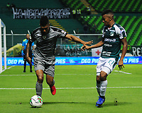 PALMIRA - COLOMBIA, 03-08-2019: Darwin Andrade del Cali disputa el balón con Joan Castro de Equidad durante partido entre Deportivo Cali y La Equidad por la fecha 4 de la Liga Águila II 2019 jugado en el estadio Deportivo Cali de la ciudad de Palmira. / Darwin Andrade of Cali vies for the ball with Joan Castro of Equidad during match between Deportivo Cali and La Equidad for the date 4 as part Aguila League II 2019 played at Deportivo Cali stadium in Palmira city Photo: VizzorImage / Nelson Rios / Cont