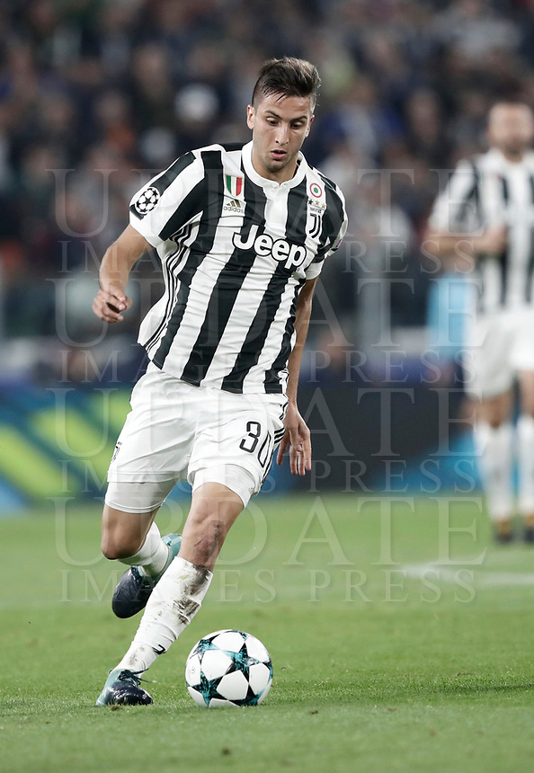 Football Soccer: UEFA Champions League Juventus vs Olympiacos Allianz Stadium. Turin, Italy, September 27, 2017. <br /> Juventus' Rodrigo Bentancur in action during the Uefa Champions League football soccer match between Juventus and Olympiacos at Allianz Stadium in Turin, September 27, 2017.<br /> UPDATE IMAGES PRESS/Isabella Bonotto