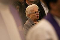 SÃO PAULO, SP, 16.12.2016 - MORTE-ARCEBISPO - Luiza Erundina durante cerimonial de sepultamento do corpo de Dom Paulo Evaristo Arns, arcebispo emérito da Arquidiocese de São Paulo, na Catedral da Sé, centro da capital paulista. Dom Paulo será sepultado na cripta da catedral nesta sexta-feira, 16.  (Foto: Ciça Neder/Brazil Photo Press)