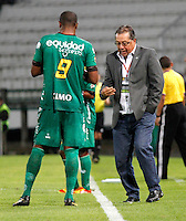 MANIZALES - COLOMBIA -12-03-2014: Nestor Otero, tecnico de La Equidad, da instrucciones  a Jose Moreno durante partido de la decima fecha de la Liga Postobon I 2014, jugado en el estadio Palogrande de la ciudad de Manizales. / Nestor Otero, coach of La Equidad, gives instructions to Jose Moreno during a match for tenth date of the Liga Postobon I 2014 at the Palogrande stadium in Manizales city. Photo: VizzorImage / Santiago Osorio / Str.