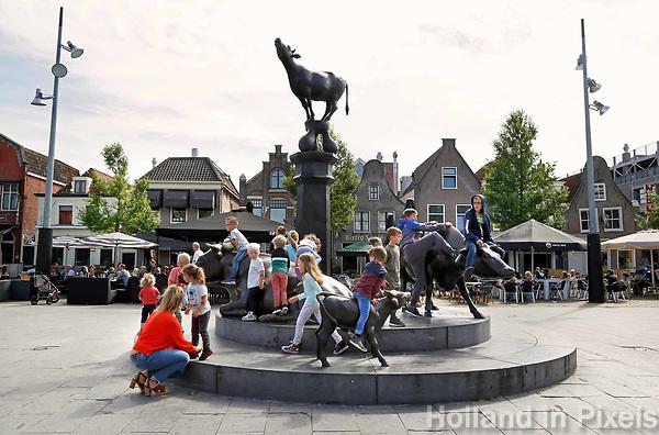 Nederland Purmerend juni 2018 . Bronzen koeien op de Koemarkt in Purmerend. Foto Berlinda van Dam / Hollandse Hoogte