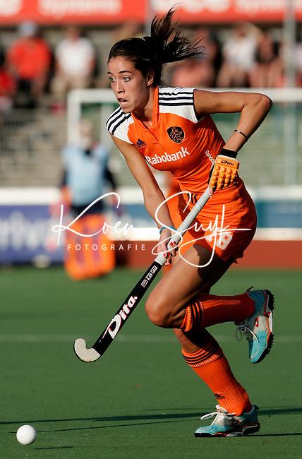 AMSTELVEEN -Naomi van As,  donderdag tijdens de wedstrijd Nederland-China om de Rabo Champions Trophy 2006 in Amstelveen.  PHOTO KOEN SUYK