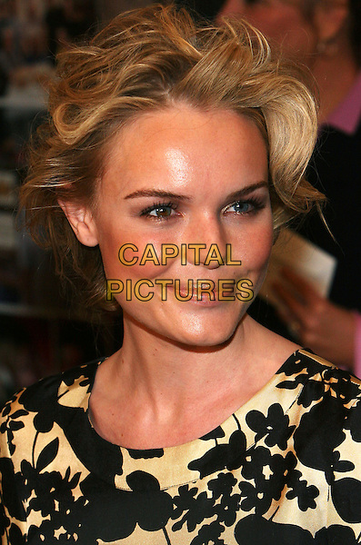 "KATE BOSWORTH.NY Premiere of ""Elizabethtown"", Lowes Lincoln Square, NYC.  .October 11th, 2005.Photo: Jackson Lee/Admedia/Capital Pictures.Ref: JL/ADM/CAP.headshot portrait.www.capitalpictures.com.sales@capitalpictures.com.© Capital Pictures."