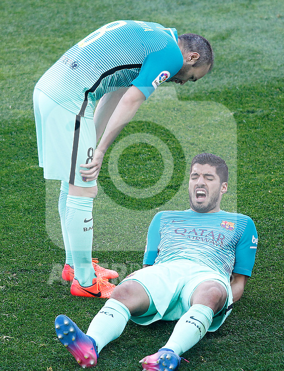 FC Barcelona's Andres Iniesta (l) and Luis Suarez injured during La Liga match. February 26,2017. (ALTERPHOTOS/Acero)