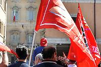 Roma, 24 Agosto 2011.Piazza Navona.CGIL davanti al Senato contro la manovra economica..Interviene la segretaria Susanna Camusso..Di spalle Susanna Camusso