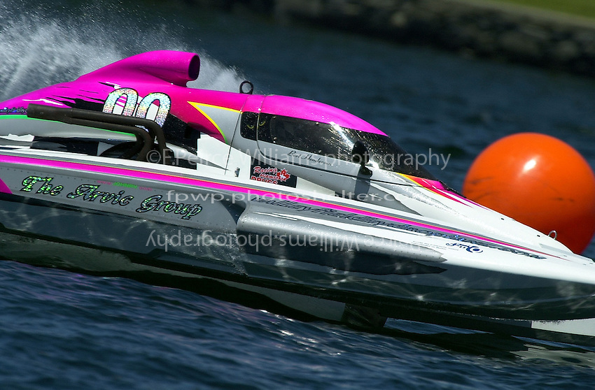 Regates de Valleyfield, 6-8 July,2001 Salaberry de Valleyfield, Quebec, Canada.Copyright©F.Peirce Williams 2001.Bert Henderson, CE-00, 5 Litre class hydroplane..F. Peirce Williams .photography.P.O.Box 455  Eaton, OH 45320.p: 317.358.7326  e: fpwp@mac.com