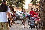 Cabo Verde, Kaap Verdie, KaapVerdie, sal kaapverdie santa maria 2017<br /> Santa Maria, officieel  is een plaats in het zuiden van het Kaapverdische eiland Sal met 6.272 inwoners. Met de opkomst van het toerisme heeft de plaats bekendheid gekregen en is het toerisme de voornaamse inkomstenbron<br /> Kaapverdië, dat behoort tot de geografische regio Ilhas de Barlavento<br />   foto  Michael Kooren<br /> promenade Santa Maria   sunshine, couples, walking