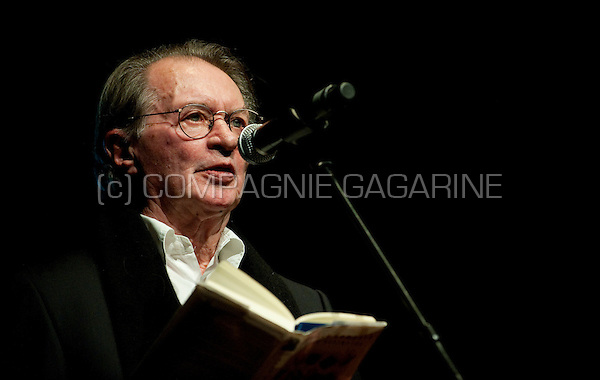 Dutch writer Remco Campert reading at the De Nachten literature festival in Antwerp (Belgium, 06/11/2009)