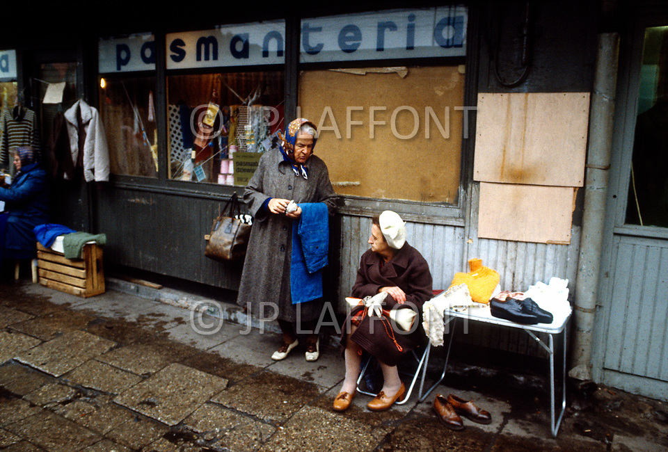 Poland, September, 1981  - A woman selling used clothes shoes in the main market of Warsaw.<br /> Pologne, septembre 1981- Une femme vendant V&ecirc;tements et chaussures us&eacute;s au march&eacute; principal de Varsovie.