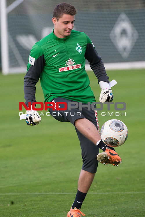 Trainingsgel&auml;nde, Jerez, ESP, 1.FBL, Trainingslager Werder Bremen 2014,  11.01.2014, <br /> Sebastian Mielitz (Bremen #1)<br /> <br /> <br /> Foto &copy; nordphoto/ Kokenge