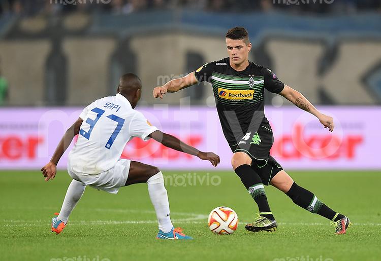 FUSSBALL   INTERNATIONAL   UEFA EUROPA LEAGUE   SAISON 2014/2015 FC Zuerich - VfL Borussia Moenchengladbach    02.10.2014 Granit Xhaka (re, Borussia Moenchengladbach) gegen Gilles Yapi (li, FC Zuerich)