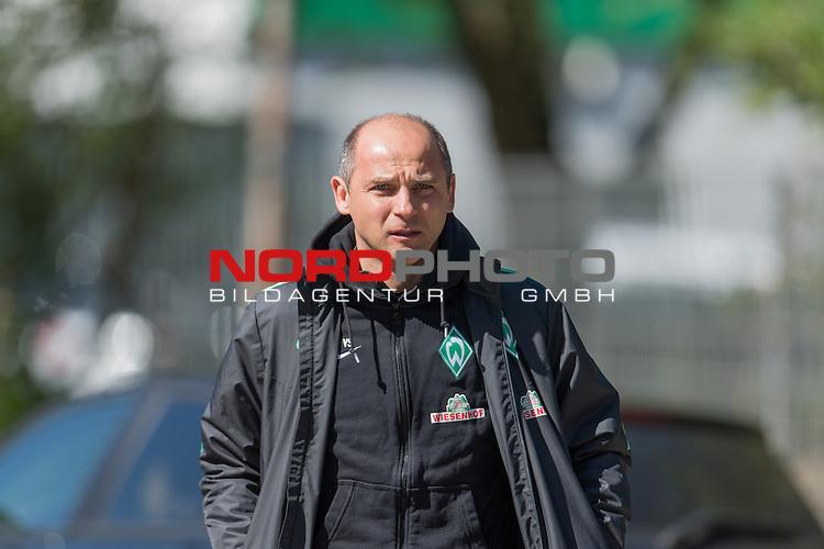 21.04.2016, Trainingsgelaende, Bremen, GER, 1.FBL, Training Werder Bremen<br /> <br /> im Bild<br /> Viktor Skripnik (Trainer Werder Bremen), <br /> <br /> Foto &copy; nordphoto / Ewert