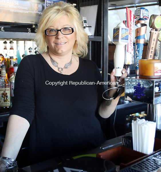 WATERBURY CT. 06 January 2015-010616SV04-Lisa Mariotti of Naugatuck stands behind the bar of her new restaurant, Gomer&rsquo;s Bar &amp; Grill at 127 Scott Road in Waterbury Wednesday. Mariotti  opened the business with her partner Carlos Gomes.<br /> Steven Valenti Republican-American