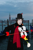 Venice, Italy, 8 February 2015. Man playing the violin with a rose. People wear traditional masks and costumes to celebrate the 2015 Carnival in Venice. carnivalpix/Alamy Live News