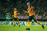 PEREIRA - COLOMBIA, 10-06-2019: Jairo Molina del Pereira celebra después de anotar el primer gol de su equipo durante partido entre Deportivo Pereira y Cortuluá por la final vuelta de la Liga Águila 2019 I jugado en el estadio Hernán Ramírez Villegas de la ciudad de Pereira. / Jairo Molina of Pereira celebrates after scoring the first goal of his team during second leg final match between Deportivo Pereira and Cotulua for the Aguila Tournament 2019 I played at the Hernan Ramirez Villegas stadium in Pereira city.  Photo: VizzorImage/ Juan Torres / Cont