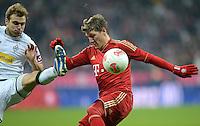 FUSSBALL   1. BUNDESLIGA  SAISON 2012/2013   17. Spieltag FC Bayern Muenchen - Borussia Moenchengladbach    14.12.2012 Tony Jantschke (li, Borussia Moenchengladbach) gegen Bastian Schweinsteiger (FC Bayern Muenchen)