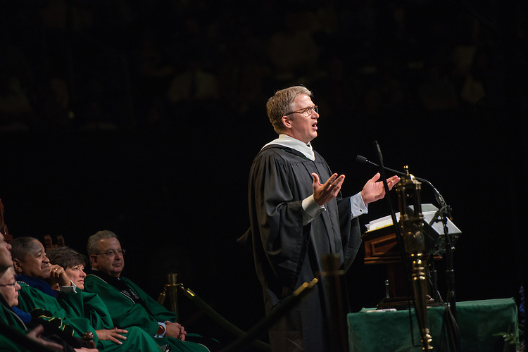 Ohio Alum Bill Brand, President of HSN & CMO, HSN, Inc. gives the undergraduate commencement address. Photo by Ben Siegel