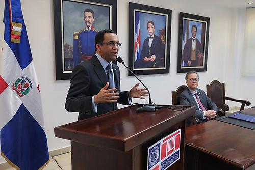 En sus palabras durante el encuentro, el ministro de Educación, señor Andrés Navarro,  expuso que es necesario ir creando una nueva institucionalidad en el Estado dominicano para poder tener entidades capaces de responder a la nueva ciudadanía que se está formando al interior de las aulas.