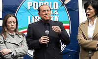 Il leader del Popolo della Liberta' Silvio Berlusconi, al centro, affiancato dalle deputate Giorgia Meloni, sinistra, e Mara Carfagna, presenta il Camper della Liberta' in Piazza del Popolo, Roma, 12 marzo 2008..Leader of the People of Freedom's center-right coalition Silvio Berlusconi, center, flanked by lawmakers Giorgia Meloni, left, and Mara Carfagna, presents the Camper of Freedom in Rome's Piazza del Popolo, 12 march 2008..UPDATE IMAGES PRESS/Riccardo De Luca