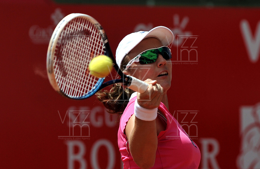 .BOGOTA - COLOMBIA - FEBRERO 19: Catalina Castaño de Colombia, devuelve la bola a Lourdes Dominguez Lino de España, durante partido por la Copa de Tenis WTA Bogotá, febrero 19 de 2013. (Foto: VizzorImage / Luis Ramírez / Staff). Catalina Castaño from Colombia returns the ball to Lourdes Dominguez Lino from Spain during a match for the WTA Bogota Tennis Cup, on February 19, 2013, in Bogota, Colombia. (Photo: VizzorImage / Luis Ramirez / Staff) ..............