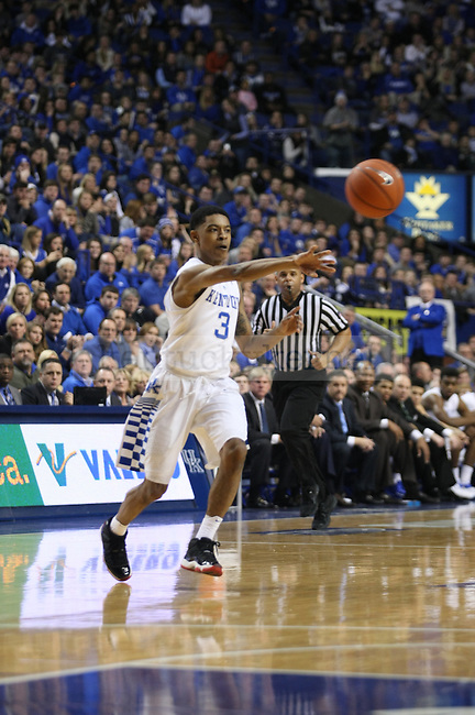 Tyler Ulis (3) dishes a pass up court during the first half of the UK vs. Ole Miss basketball game at Rupp Arena. Tuesday, January 6, 2015 in Lexington. Photo by Joel Repoley | Staff