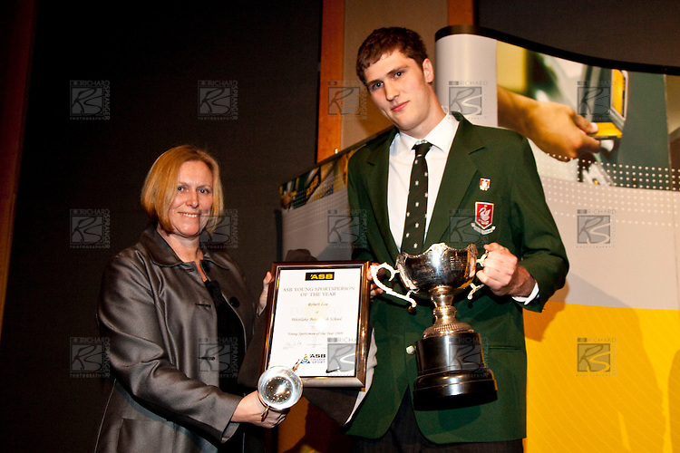 Linley Wood presents Robert Loe with the Young Sportsman award. ASB College Sport Auckland Secondary School Young Sports Person of the Year Awards held at Eden Park on Thursday 12th of September 2009.