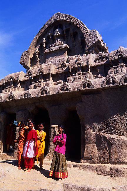 INDIA, NEAR MADRAS (CHENNAI), MAHABALIPURAM, FIVE RATHAS, INDIAN GIRLS