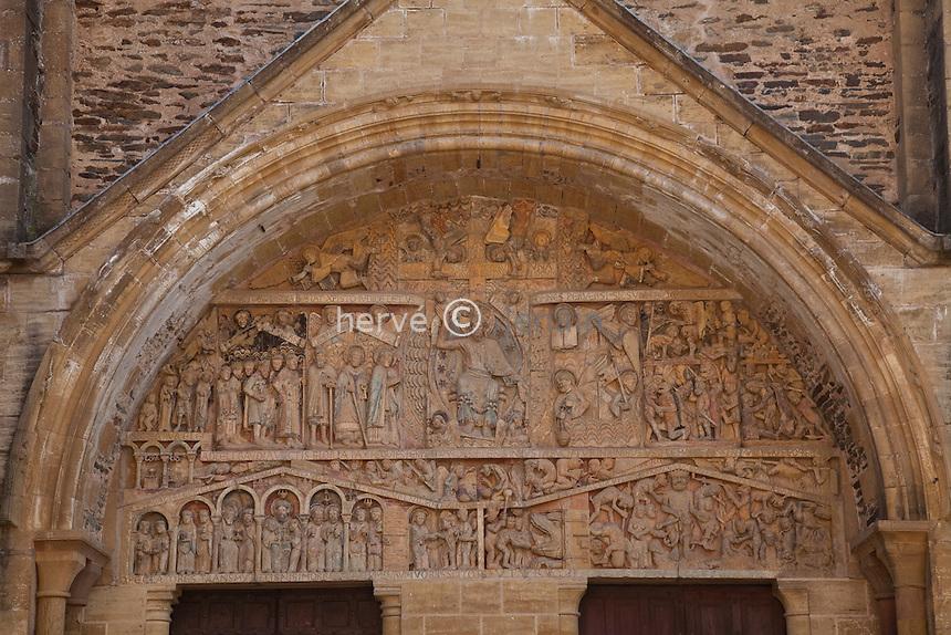 France, Aveyron (12), Conques, labellisé Les Plus Beaux Villages de France, étape majeure sur le chemin de Saint-Jacques-de-Compostelle, tympan de l'abbatiale Sainte-Foy du XIe siècle, chef-d'oeuvre de l'art roman, le tympan // France, Aveyron, Conques, labelled Les Plus Beaux Villages de France (The most beautiful villages of France) step on el Camino de Santiago, Sainte-Foy abbey of the eleventh century, a masterpiece of Romanesque architecture, the tympanum