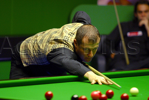 November 23, 2003: English player IAN McCULLOCH in action during his second round match against O'Sullivan in the Travis Perkins UK Championships at the York Barbican Centre. McCULLOCH lost to O'Sullivan 3 - 9. Photo: Neil Tingle/Action Plus...snooker 031123
