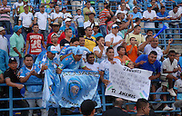 MONTERIA - COLOMBIA - 15-03-2015: Seguidores de Jaguares FC festejan la victoria de su equipo durante partido entre Jaguares FC y Envigado FC por la fecha 10 de la Liga Aguila I 2015, jugado en el estadio Municipal de Monteria. / Supporters of Jaguares FC celebrate the victory of their team during a match between Jaguares FC and Envigado FC for the  date 10 of the Liga Aguila I-2015 at the Municipal de Monteria Stadium in Monteria city, Photo: VizzorImage / Jose Perdomo / Cont.